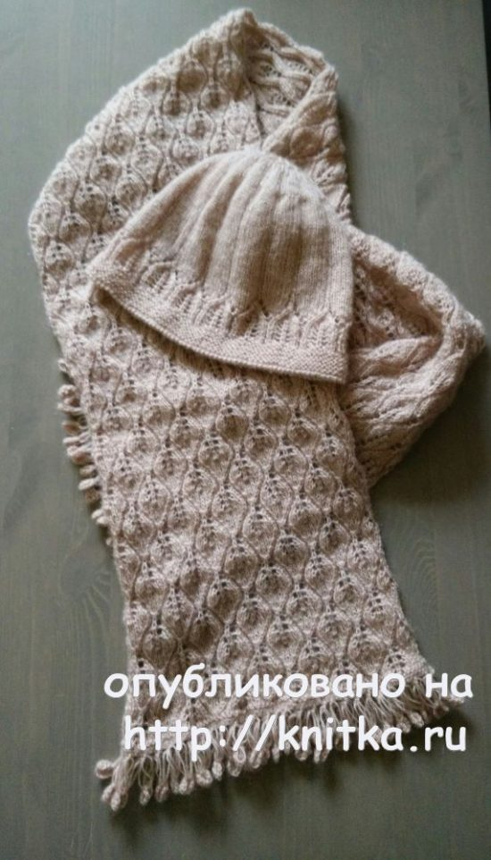 Scarf with leaves and hat knitting. Work By Alexandra Karvelis